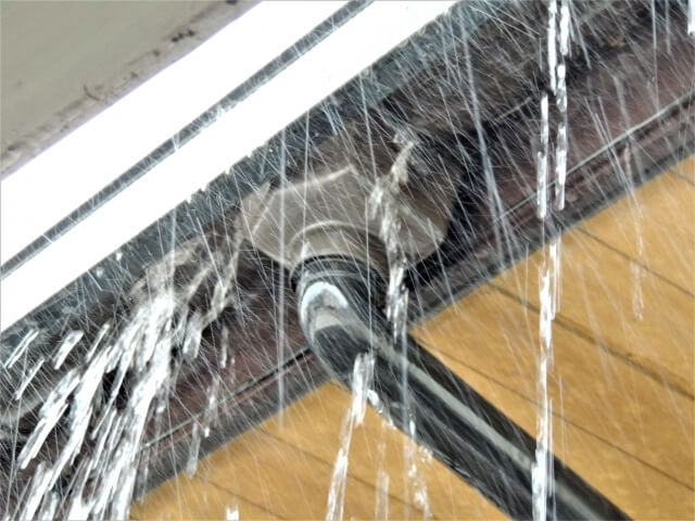 雨樋(あまどい)の修理のイメージ