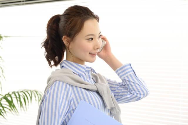 女性起業家が在宅で仕事をしているイメージ