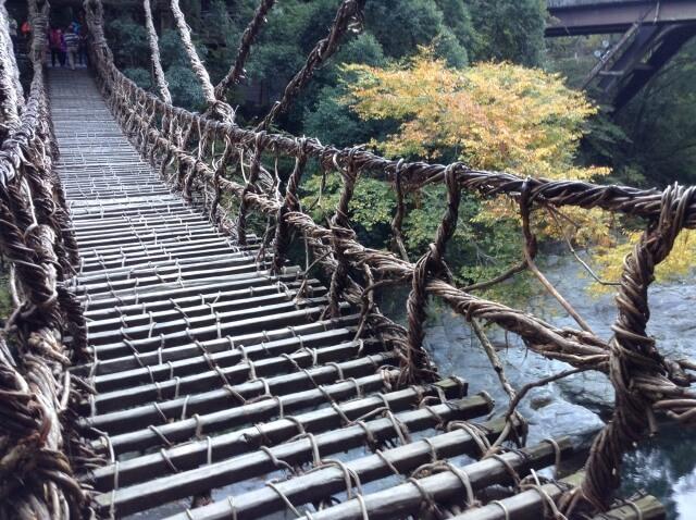 吊り橋効果をマーケティングに活かすイメージ